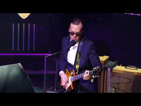 Joe Bonamassa - Living On The Moon - 4/17/15 Chicago Theatre - Chicago, IL