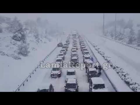 LamiaReport.gr: Σταματημένα αυτοκίνητα στο Μαρτίνο
