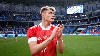 Киркоров поёт гимн Черчесов заводит трибуны Россия побеждает За кадром матча с Болгарией