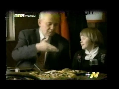 Russians React to Mikhail Gorbachev Pizza Hut ad - BBC World News - 1998