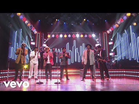 Mark Ronson  Feel Right Live on SNL ft. Mystikal