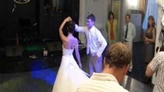 Очень красивый свадебный танец(Видео уроки свадебного танца http://www.tancuyutvse.ru/videouroki.html Свадебный танец жениха и невесты под романтичную медл..., 2010-09-14T10:52:44.000Z)