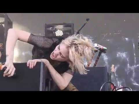 Grimes - Scream (Bestival, Toronto)