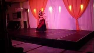 Danza oriental con mantón y aire flamenco