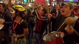 Canti, cori, balli: il corteo No Green Pass che ha attraversato Milano