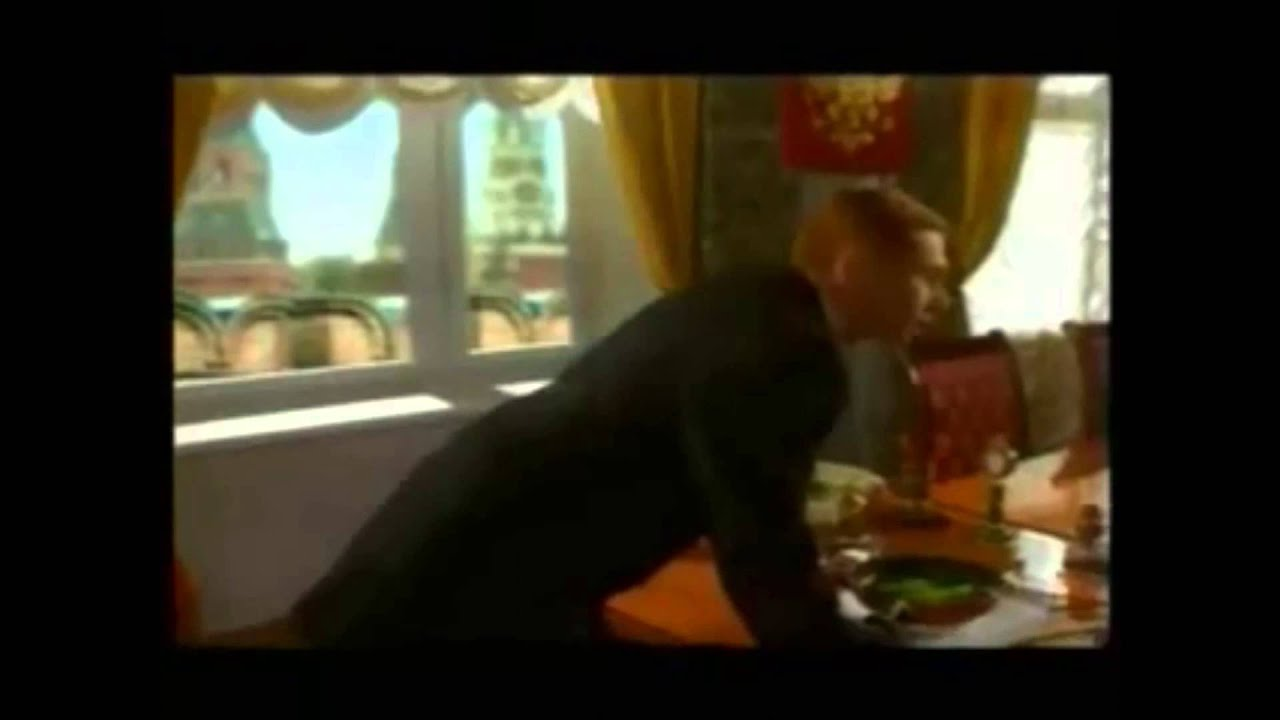 Путин жарит огурцы в кремле (ну нет в Москве корюшки)
