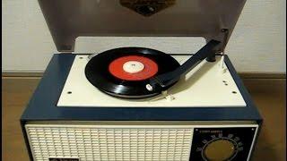 「日本ビクター」製のレコードプレーヤー付真空管ラジオ、所謂(いわゆる...