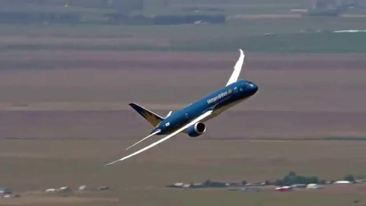Boeing 787 9 dreamliner prepares for the 2015 paris air for Air show paris 2015