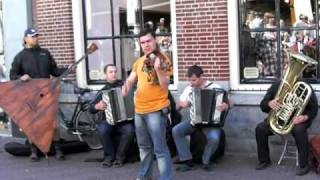 Bach - Toccata and fuga d-moll (by Russian street musicians: The Compatible)
