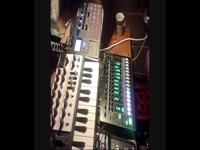BGR - (live) Deep House/Techno messin ! TR-8 Korg Electribe Sampler Arturia Microbrute