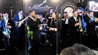 """Grupo Allegretto na Feira Casar 2012 (dueto cantando tema de """"Um amor para recordar"""")"""