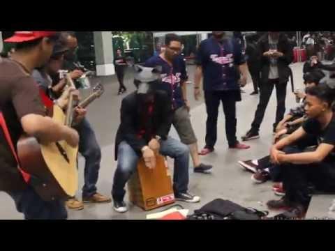 Keseruan Fans JKT48 saat menunggu HandShake Fest