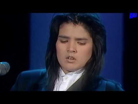 Tanita Tikaram - Twist In My Sobriety (TV 1988) - YouTube