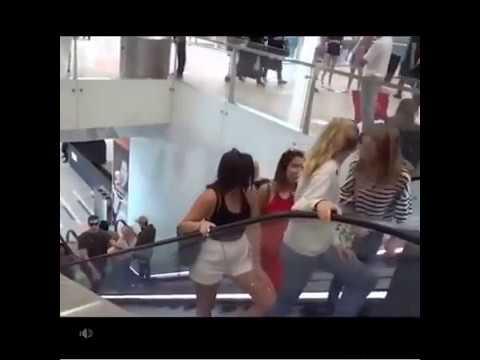 Alışveriş Merkezinde Geğirerek Insanları Korkutmak