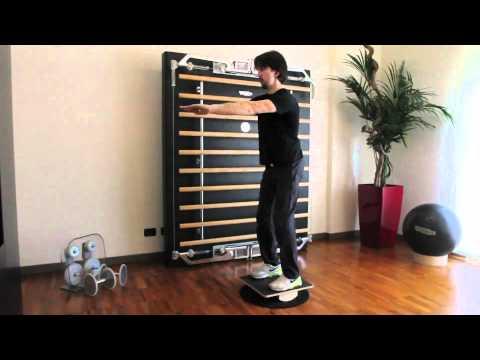 Esercizi Funzionali - Squat su tavoletta propriocettiva