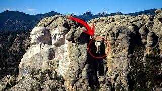 Existe una Cámara SECRETA en el Monte Rushmore, lo que se Esconde Allí es INCREIBLE