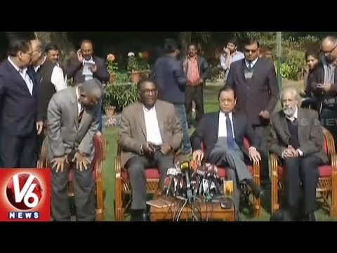 Chief Justice Deepak Mishra Meets Four Senior Most Supreme Court Judges | V6 News