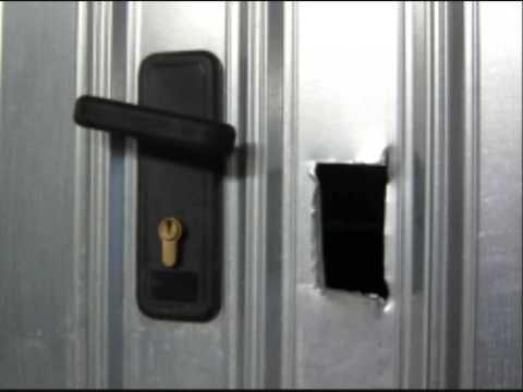 Sistemi anti effrazione per box garage e cantine youtube - Kit isolation porte garage basculante ...