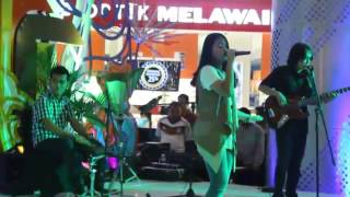 Download lagu Hanin Dhiya Saat kau tak di sini at Bassura mall Jaktim MP3