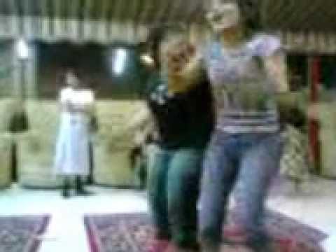 TEEN ARAB GIRLS DANCING
