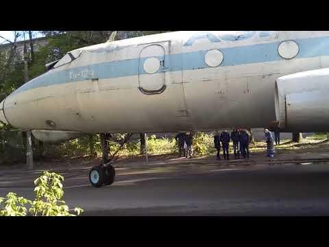 Смотреть Эвакуация самолёта ТУ-124 в городе Кимры онлайн