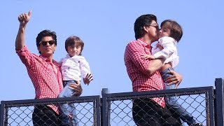Shahrukh Khan Birthday 2018 Celebration With CUTE AbRam Khan Waving To Fans At Mannat