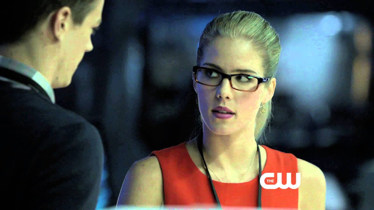 ARROW Exclusive Clip BARRY ALLEN & FELICITY SMOAK - YouTube