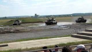 Танцующие танки (Dancing russian tanks)(Т-80У, Т-90А, Т-90С и бронированная ремонтно-эвакуационная машина на базе танка - на танцполе. T-80U, T-90A, T-90S and tank-based..., 2010-07-04T21:18:21.000Z)