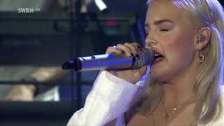 """Anne Marie """"Do It Right"""" LIVE at SWR3 New Pop Festival 2017"""