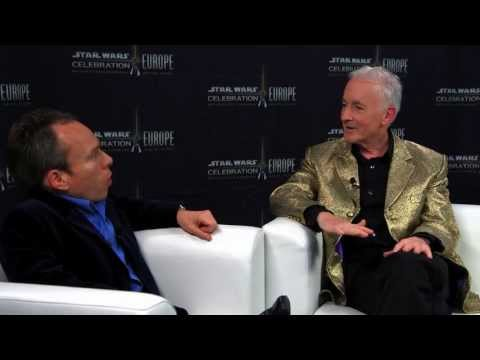 Anthony Daniels  with Warwick Davis  Star Wars Celebration Europe