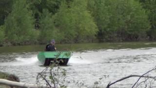 самодельная лодка джонбот(Лодка весом примерно 100кг. На видео тоха 9.9. скорость 41 км/ч., 2016-06-16T11:41:51.000Z)