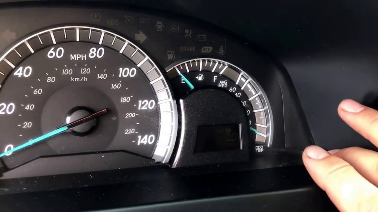 2017 Toyota Camry Hybrid Oil Light Reset Mouthtoears Com