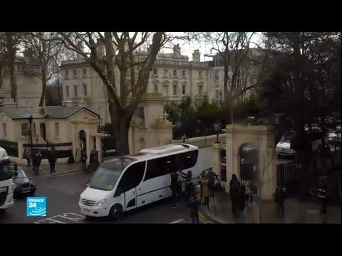 الدبلوماسيون الروس الذين طردتهم بريطانيا يغادرون سفارتهم في لندن  - نشر قبل 2 ساعة
