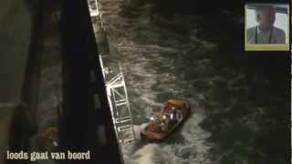 Storm op zee. Het ophalen van de loods vanaf de ms Rotterdam.