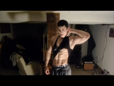 Inspirational Teen Bodybuilder Zach Zeiler Home Training and Gymshark Shorts Muscle FlexKaynak: YouTube · Süre: 2 dakika1 saniye