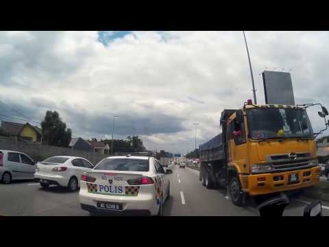 Police IGNORES Lorry Driving AGAINST Traffic ONLY IN MALAYSIA