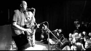 """Mr. Woodnote & Lil Rhys ft. Eva Lazarus """"Junglist Boogie"""" (Loftas Live)"""