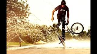 Новые трюки на велосипедах ,все на фото.И приколы на велосипедах тоже есть ))