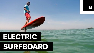 Electric surfboard moves without waves