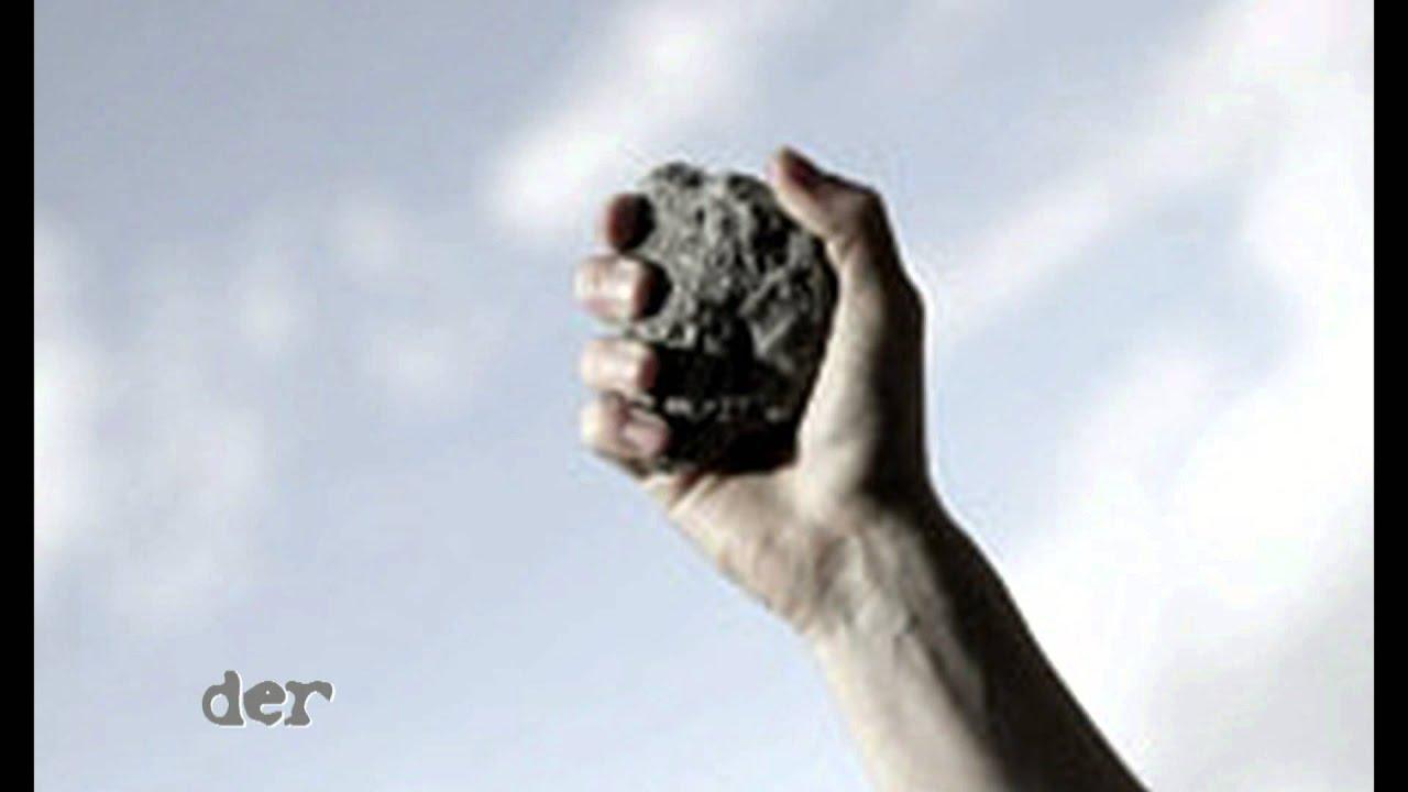 Wer Von Euch Ohne Sünde Ist Werfe Den Ersten Stein