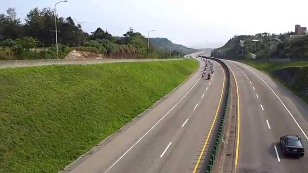 桃花園車隊臺61快速道路空拍 - YouTube