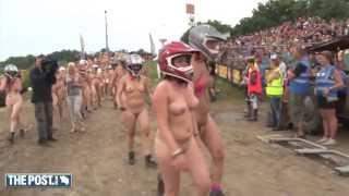 Repeat youtube video 450 mensen rennen naakt voor vrijheid
