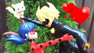 ЛЕДИ БАГ влюбилась в КОТА! Мультик с куклами Приключение Видео для детей Ladybug play toys dolls