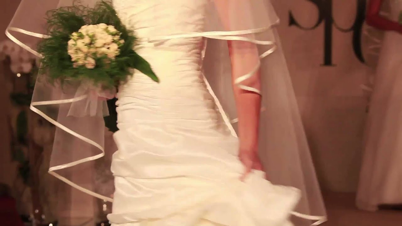 2721055bb2c9 Happy Sposi - La sfilata - YouTube