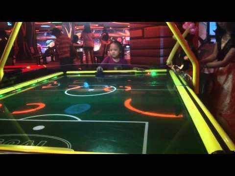 26-10-2014 di choi bowling cung gia dinh
