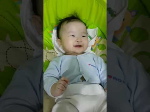 Baby Gernelle 4 months+ playing Pee-ka-boo Game