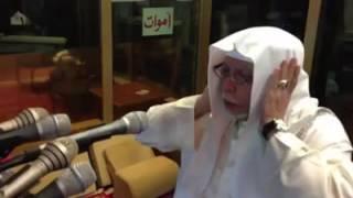 Muadzin senior Masjidil Haram Makkah, Syekh Ali Ahmed Mulla saat adzan subuh