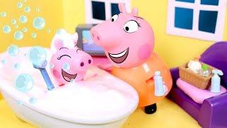 ❤️ PEPPA PIG ❤️ Le damos un baño a Peppa con espuma de verdad!
