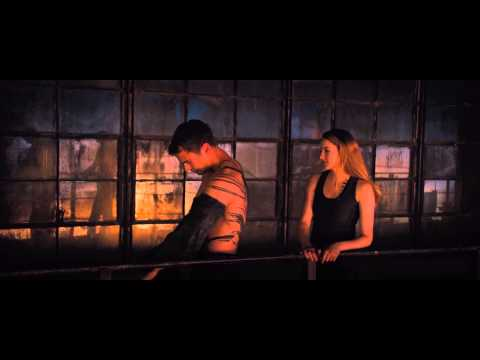 Divergent  Tris and Four kiss