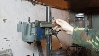 видео Сверлильные станки из домкрата своими руками
